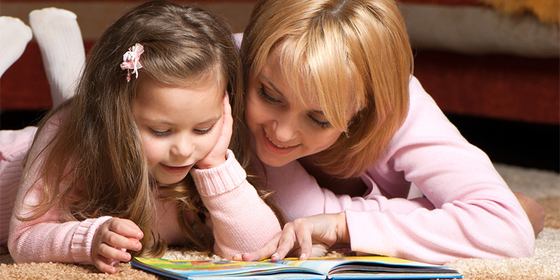 читаем книгу с мамой
