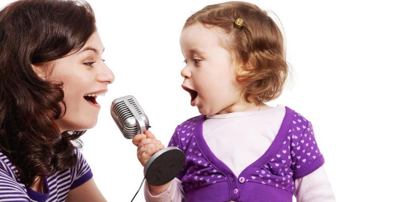 поем песни с мамой