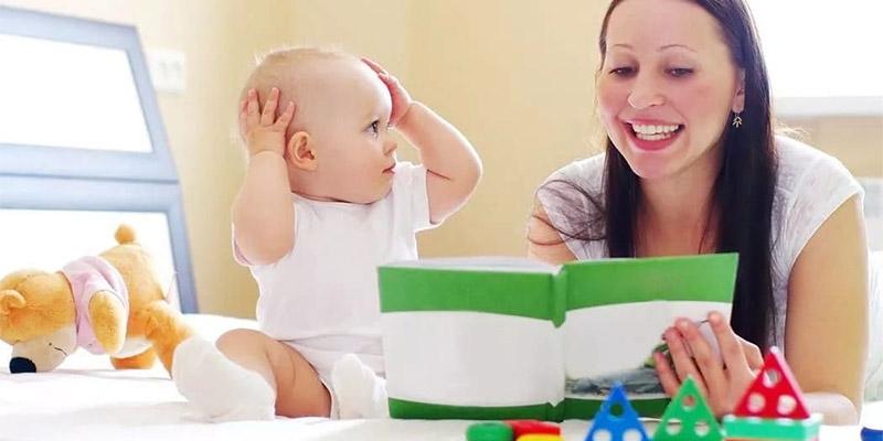 малыш говорит первые слова
